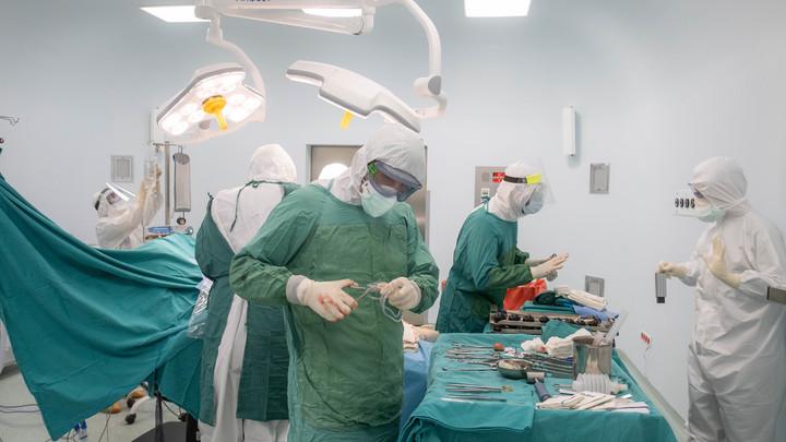 Не посмотрел снимки: Вместо больной руки первоклассницы хирург разрезал здоровую