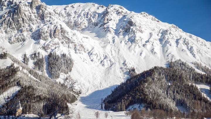 Сход лавины в Бурятии на туристов: Двое пропали без вести