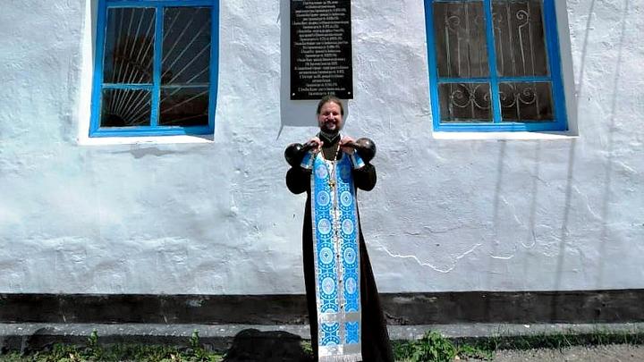 И в спорт, и в церковь: в Адыгее настоятель храма «жмет» гири и читает молитвы