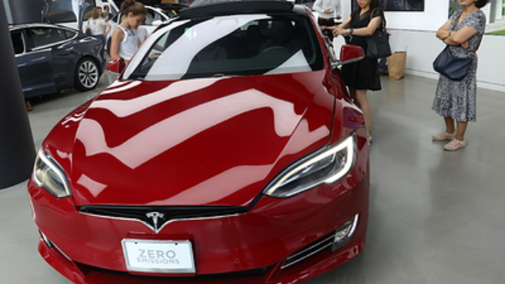 Tesla готова продать автомобиль за минуту и просит подождать неделю чтобы забрать некондицию обратно