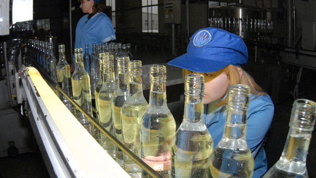 Силуановский градус: Минфин ввел минимальную цену для всех типов водки в России
