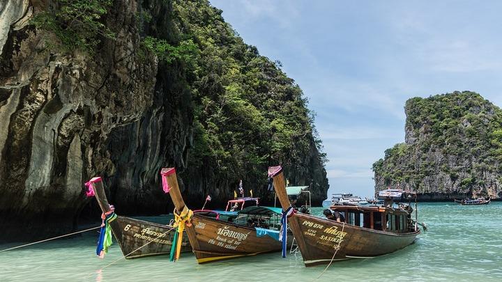 В Таиланде задержали судно с туристами из России, которых занесло на военный полигон