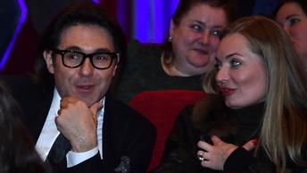 Первый заинтриговал поклонников Пусть говорят снимками Малахова и Борисова