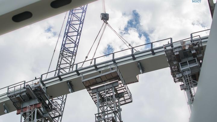 Строители Крымского моста сформировали фундамент под автодорогу