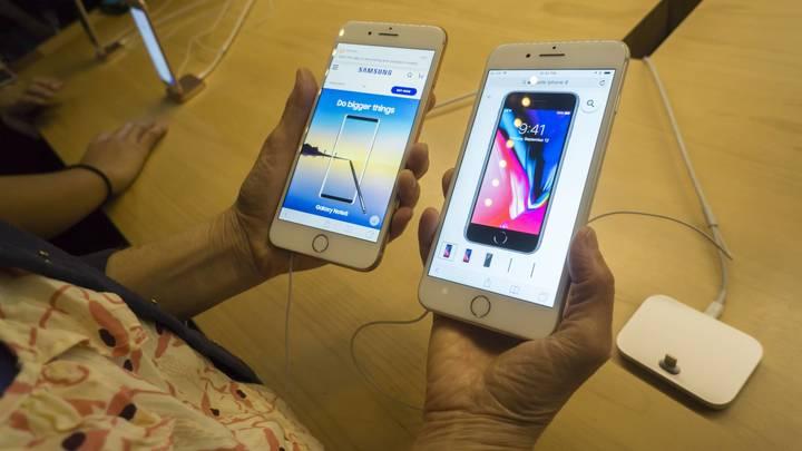 Они снова взрываются: Телефон Samsung вспыхнул у лица 11-летней девочки из Омска