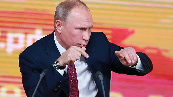 Пользователи соцсетей сделали Медведева главным героем из анекдота Путина про кортик