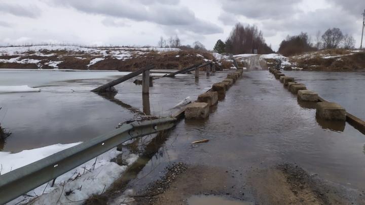 В Ивановской области Нерль затопила мост