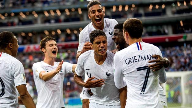 Сборная Франции стала первым полуфиналистом чемпионата мира, Уругвай похоронил себя сам
