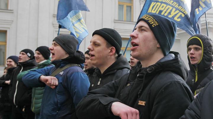 Президента Украины снова навестили националисты: Порошенко ещё не сбежал
