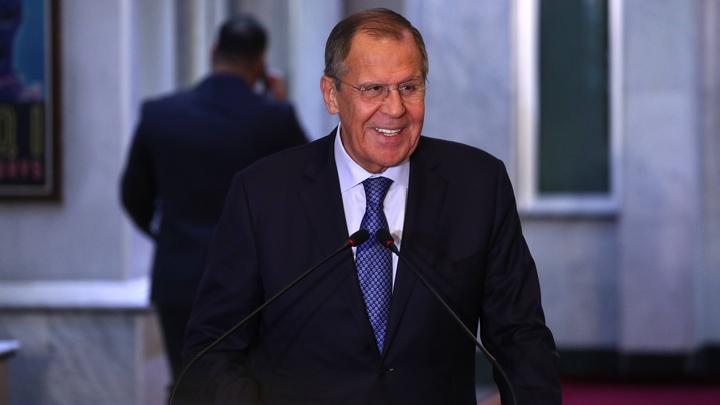 Российские дипломаты пожелали всем любви самым известным жестом Лаврова
