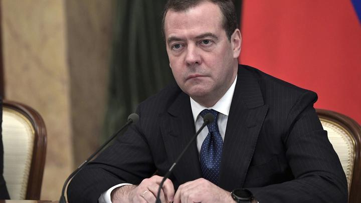 Приунывший из-за Нового года Медведев впервые за 7 лет пропустит Гайдаровский форум