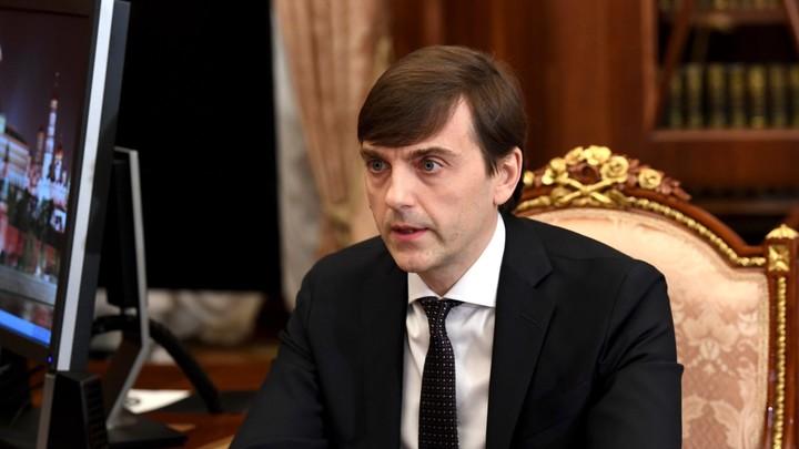 Министр просвещения поспорил с Матвиенко о графике в школах: Чтобы не снизить качество