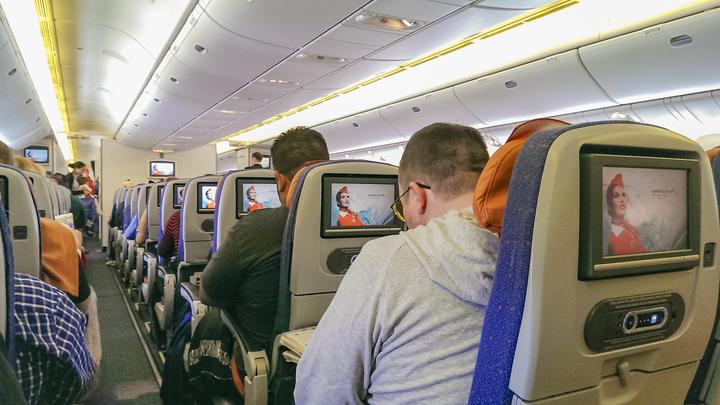 Стало известно, почему самолет из Петербурга в Минводы совершил экстренную посадку в Москве