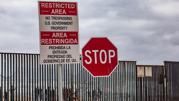 Почему Трамп не хочет платить своим чиновникам и при чем тут Стена на границе с Мексикой