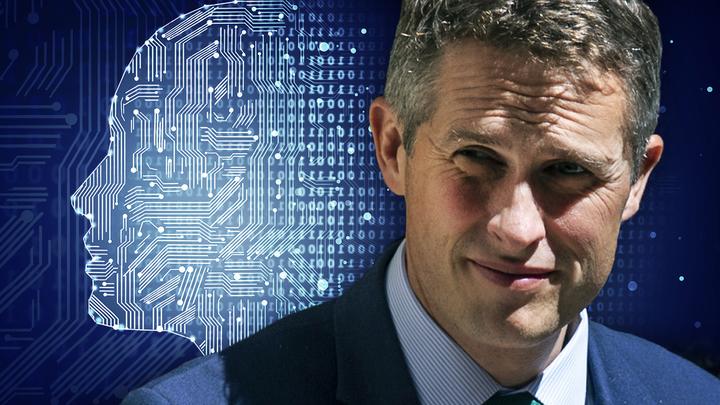 Британский министр оконфузился в палате общин из-за Siri