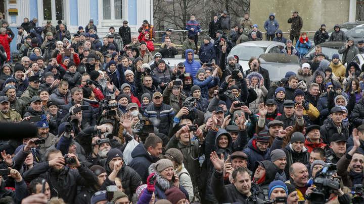 Неизвестные напали на лагерь сторонников Саакашвили у Верховной рады