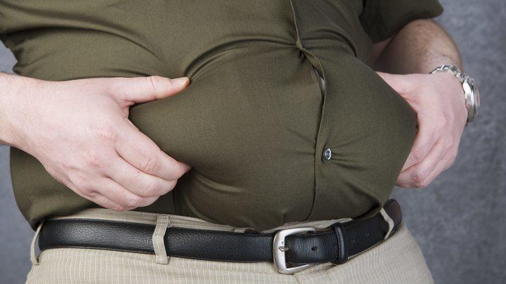 Британские ученые выяснили, какие болезни может спровоцировать жир на животе