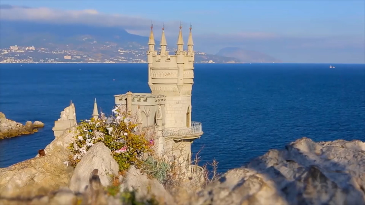 Пляжи пустые Крымский мост рухнет Крым ответил рекордом почти за 30 лет