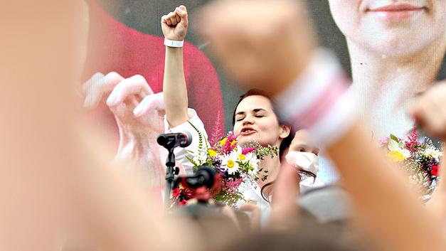 Усатая женщина покоряет Америку: Сколько стоят гастроли Тихановской в США
