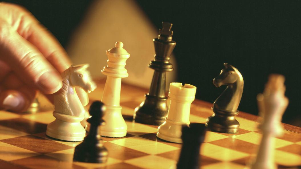При раскопках в Великом Новгороде обнаружили дорожные шахматы XV века