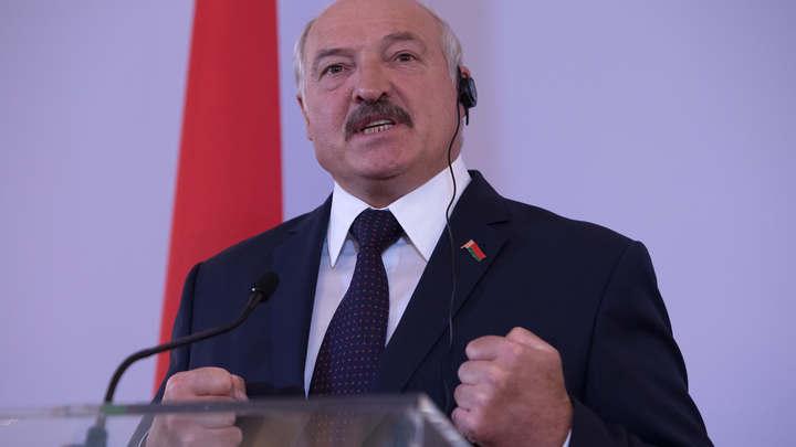 Не надо кричать, что вы нас кормите: Лукашенко, говоря о российской нефти, вновь вспомнил про позу