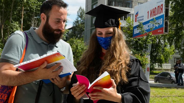Просто хочет обнулить всё: Инициатива Пескова о сроке годности дипломов вызвала панику