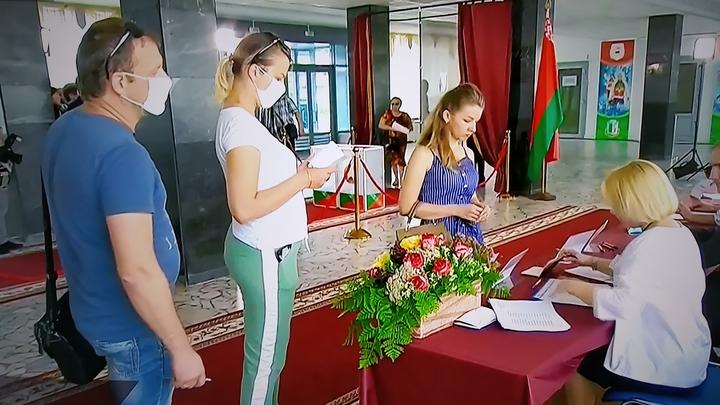 Более 73% избирателей уже проголосовали в Беларуси. В Рунете недоумение: Неужели все так рвались?