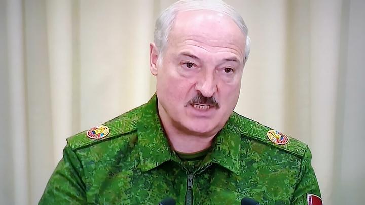 Лукашенко вышел за оцепление и сорвал аплодисменты тремя словами