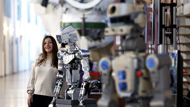 Вкалывают роботы, где же человек? Исчезновение каких профессий грозит деградацией людей