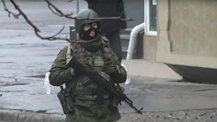 Мужчина с гранатой угрожает взорвать дом в Татарстане - СМИ
