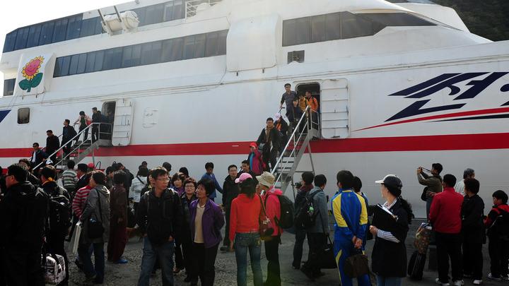 Японские туристы получили первые электронные визы в свободный порт Владивосток