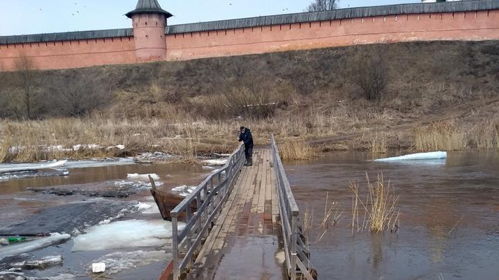 Суздальский многострадальный мост снова побывал под водой
