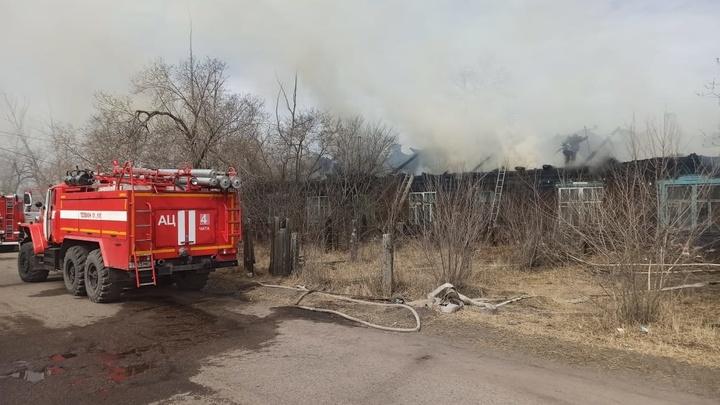 Из-за пожара на западе Читы пришлось эвакуировать жителей поселка