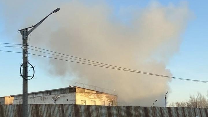 В колонии Копейска полыхает сильный пожар