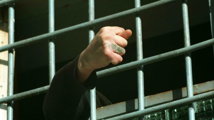 Из тюрьмы - в кондукторы и рабочие: Заключённым устроили кастинг