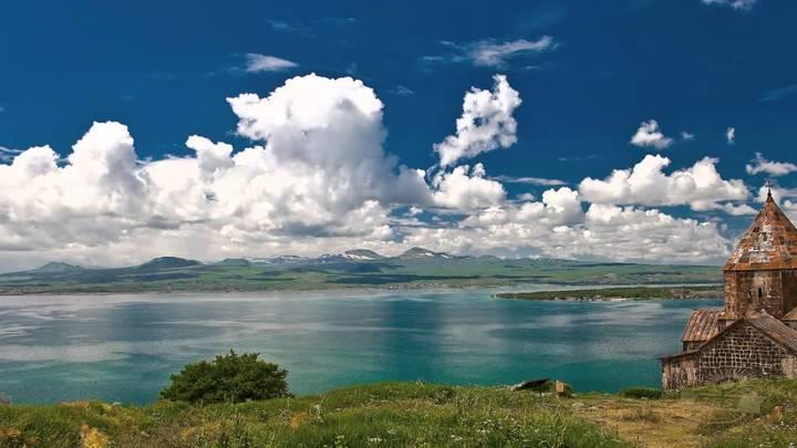В Армении забили тревогу по судьбе самого крупного пресного водоема Кавказа