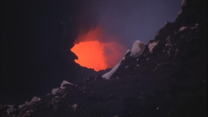 Так и запишем - мертвы: Остров после извержения вулкана бросили - полиция туда не вернётся