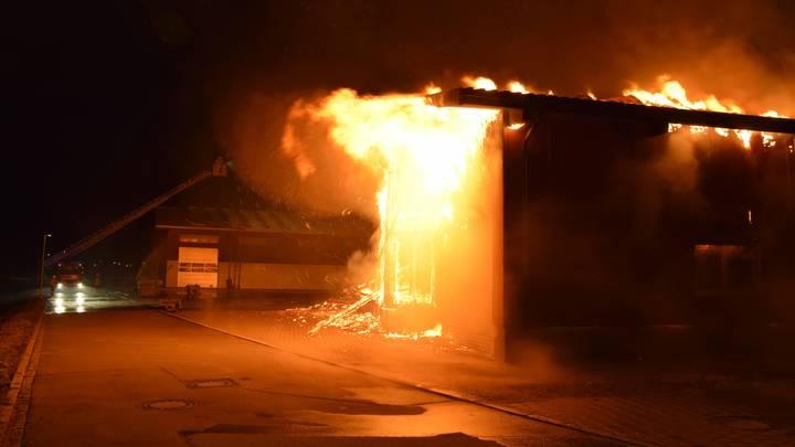 Тушите кока-колой!: В США горит 5 миллионов литров бурбона Jim Beam