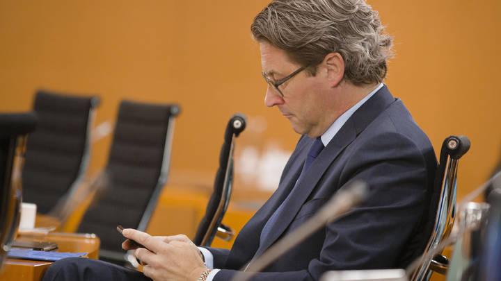 Цифровой концлагерь? Только для товаров: Хазин рассказал о просчёте российской бюрократии