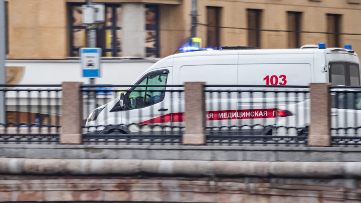 Чиновники Санкт-Петербурга поделятся с врачами служебными авто для поездок к больным коронавирусом