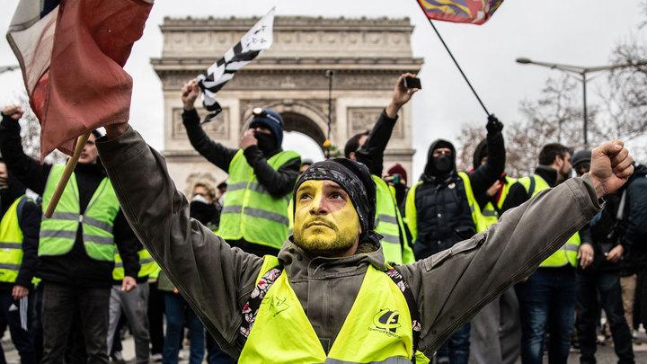 Лень, наивность и экология: Чего требуют французские митингующие