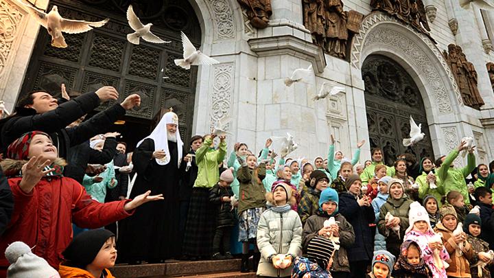 Нас недостаточно на просторах Великой России: Патриарх Кирилл задал парламентариям домашнее задание