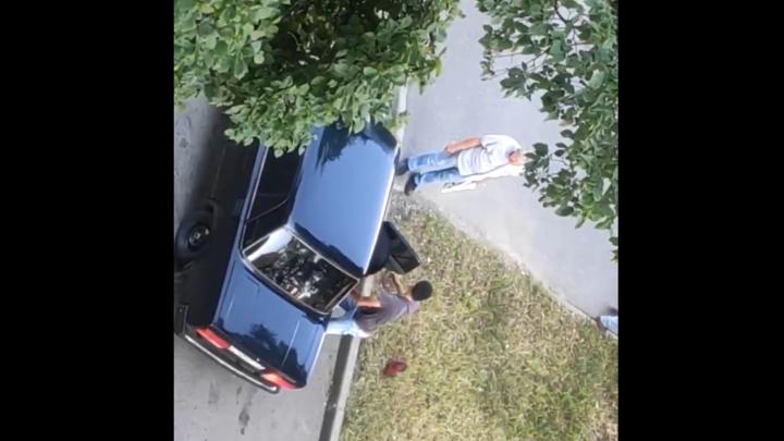 Мы живём в ауле? В Петербурге четверо мигрантов насильно заталкивали в машину парня
