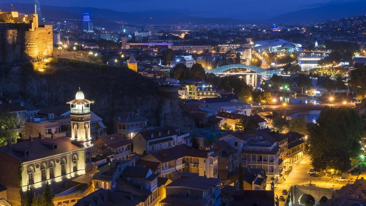 Просто совпадение? За два дня до антироссийских протестов в Тбилиси погостил помощник Байдена