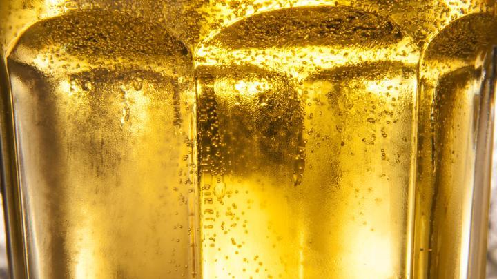 Минпромторг хочет превратить пиво в неалкогольный напиток - СМИ