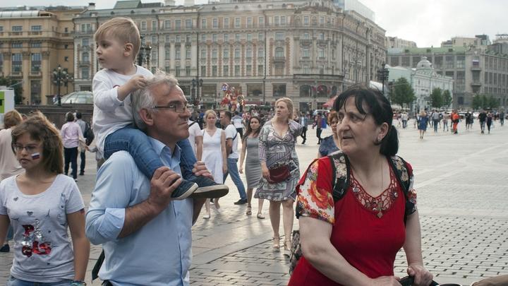 Потому что на десять девчонок: Росстат посчитал, сколько мужчин и женщин в России