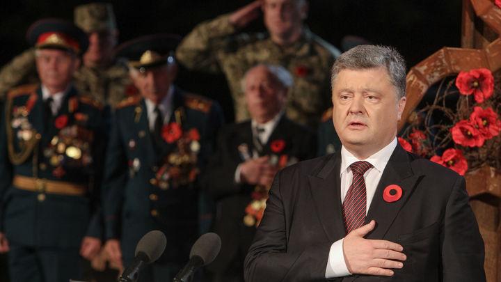 Мечтает, что генералы-воры сделают ему сильную армию: Бывший каратель высмеял Порошенко