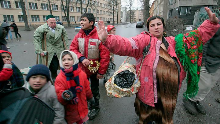 Табор к нам приходит: цыгане угрожают выселить русских