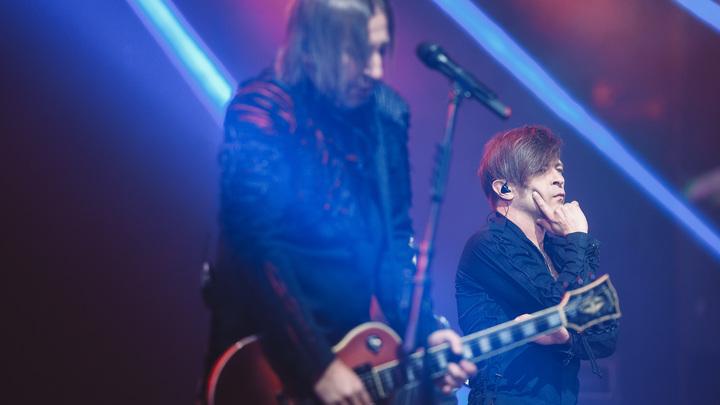 После скандала с концертами Басты зрители вспомнили о шоу Би-2 с оркестром