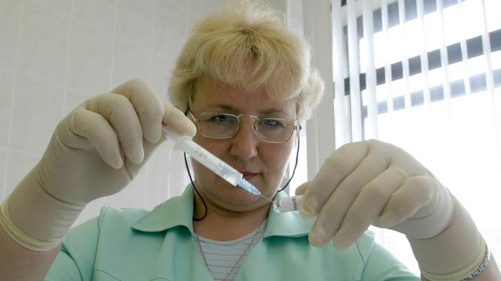 Прививки подождут: Коронавирус сорвал плановую вакцинацию в России